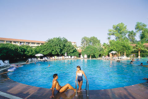 Hotel Barut Acanthus piscina.jpg