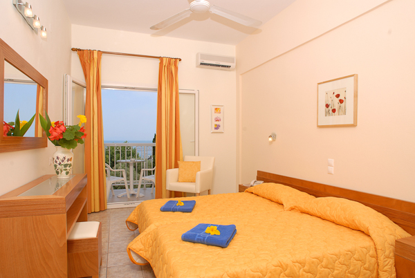 Corfu, Hotel Ipsos Beach, camera dubla.jpg