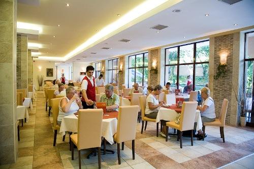 Hotel Odessos restaurant.jpg
