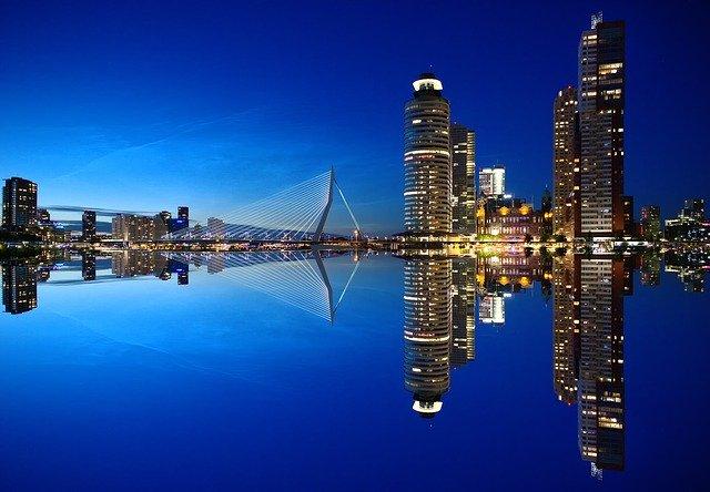 rotterdam-1598418_640.jpg