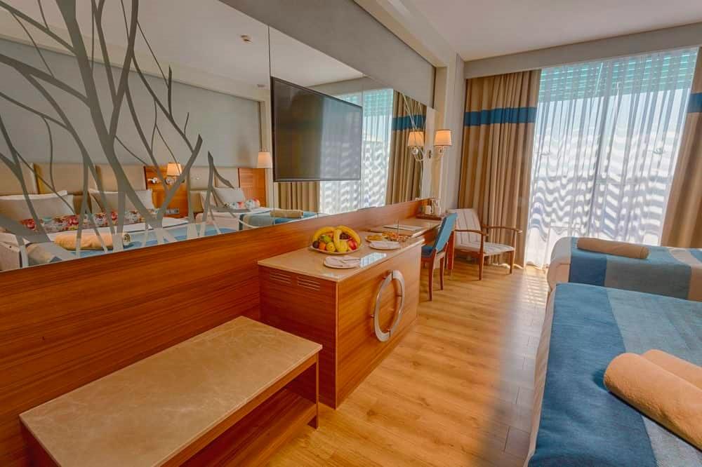 Belek, Sensitive Premium Resort & Spa, camera, televizor.jpg