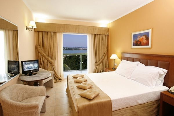 Corfu, Hotel Ariti Grand, camera, standard, tv, terasa, sea view.jpg