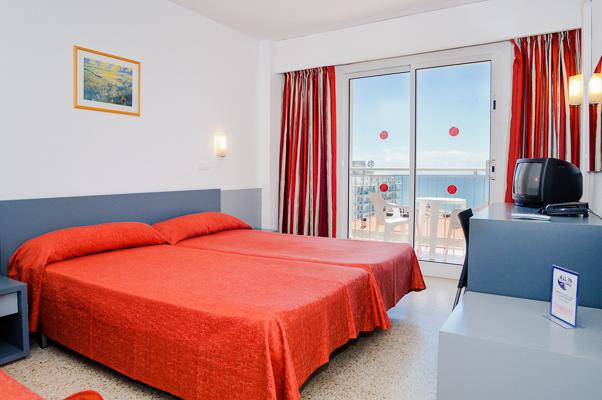 Costa Brava, Hotel Santa Monica, camera dubla, vedere mare, paturi, TV.jpg
