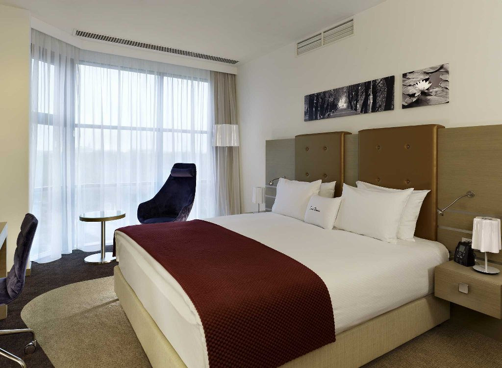DoubleTree Guest Room