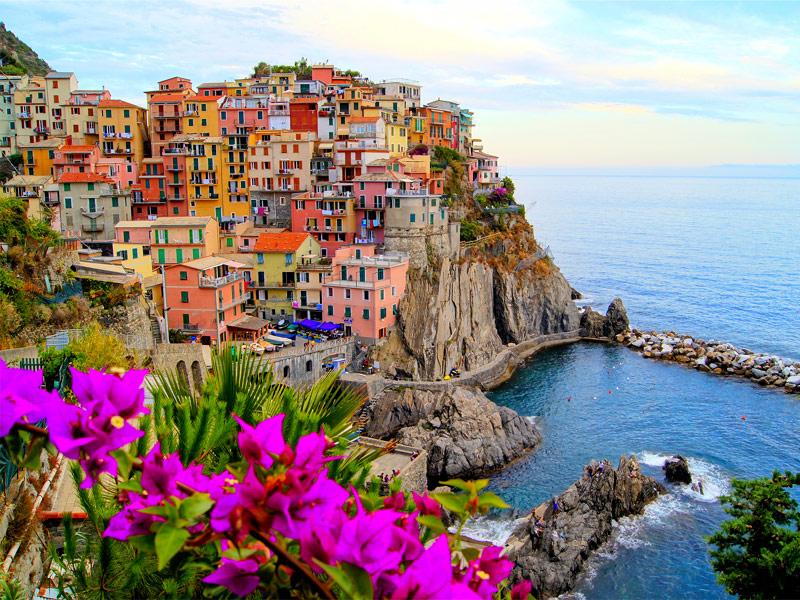 Cinque Terre hello holidays.jpg