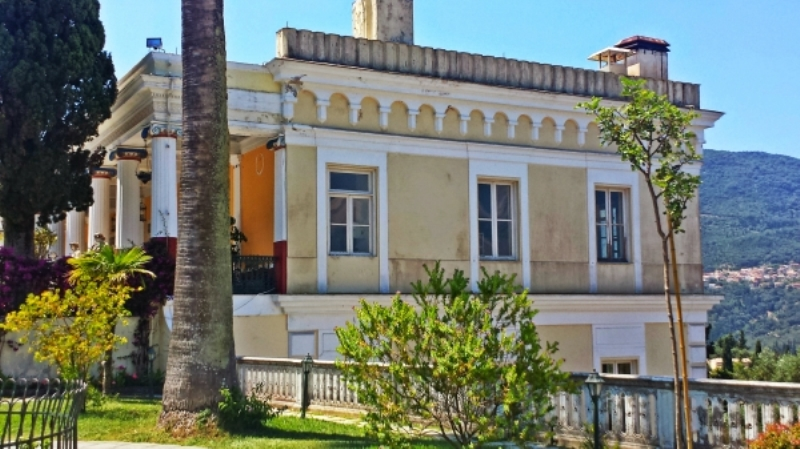 corfu-gastouri-sightseeing-achillion-palace-132560.jpg
