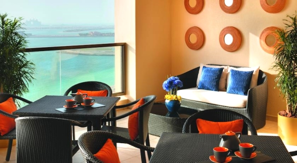Dubai, Movenpick Jumeirah Beach, lounge, terasa.jpg