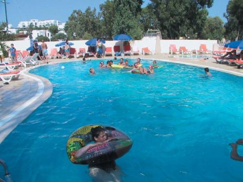 Hotel Salinas Beach piscina.jpg