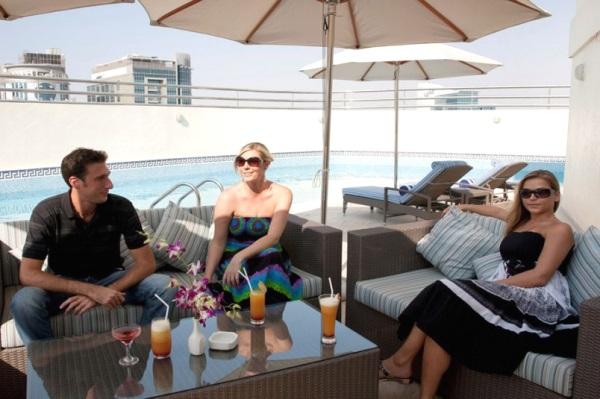 Dubai, Hotel Grand Excelsior al Barsha, terasa, piscina.jpg