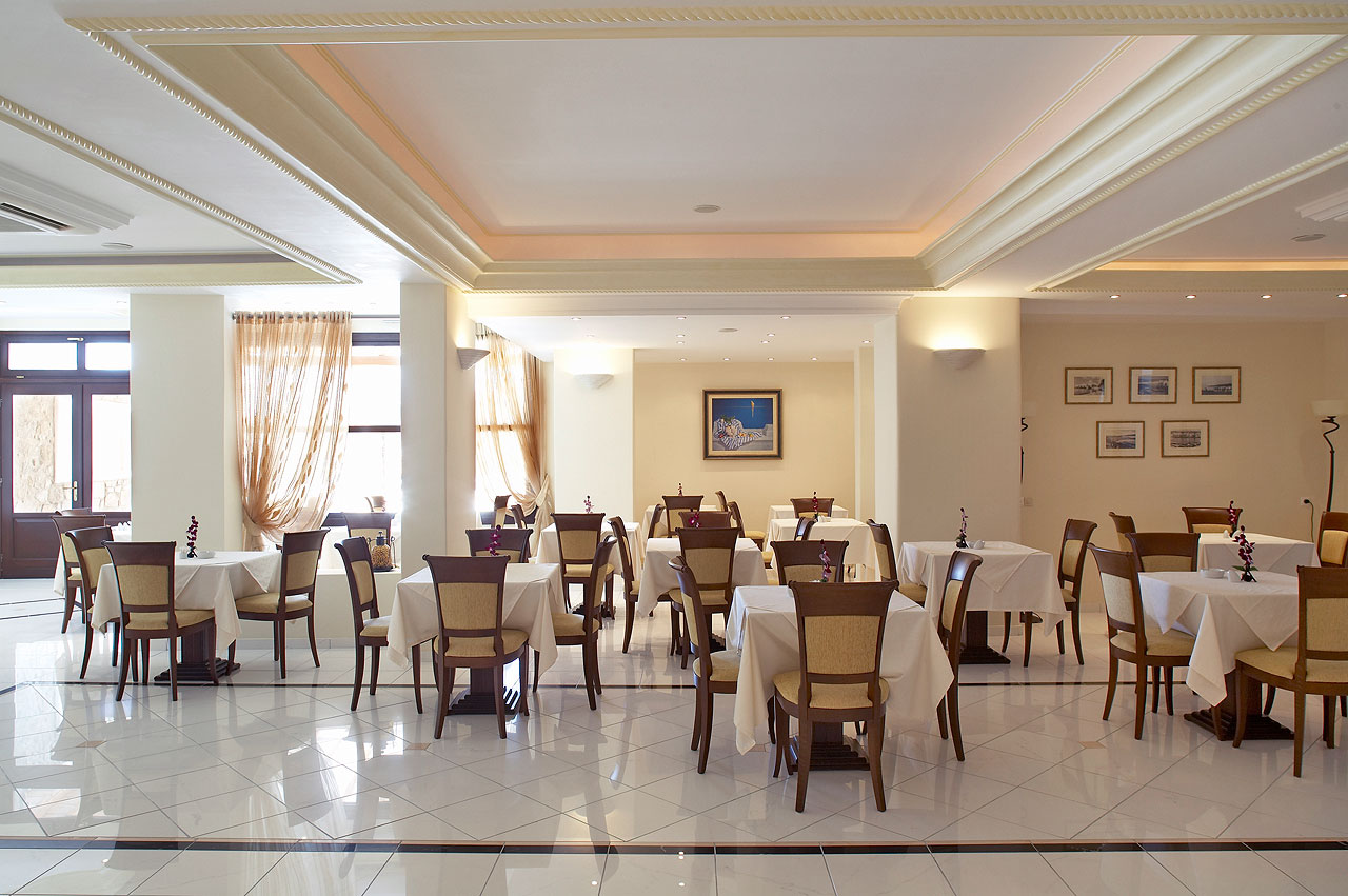 7_hotels_mykonos_restaurant.jpg