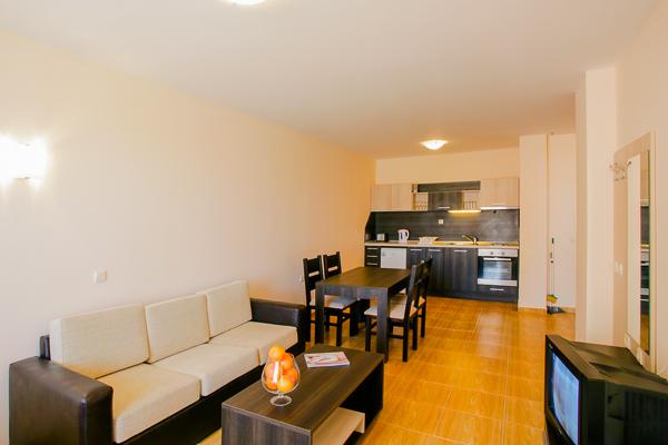Sunny Beach, Hotel Golden Dreams, camera, living room, canapea, televizor.jpg