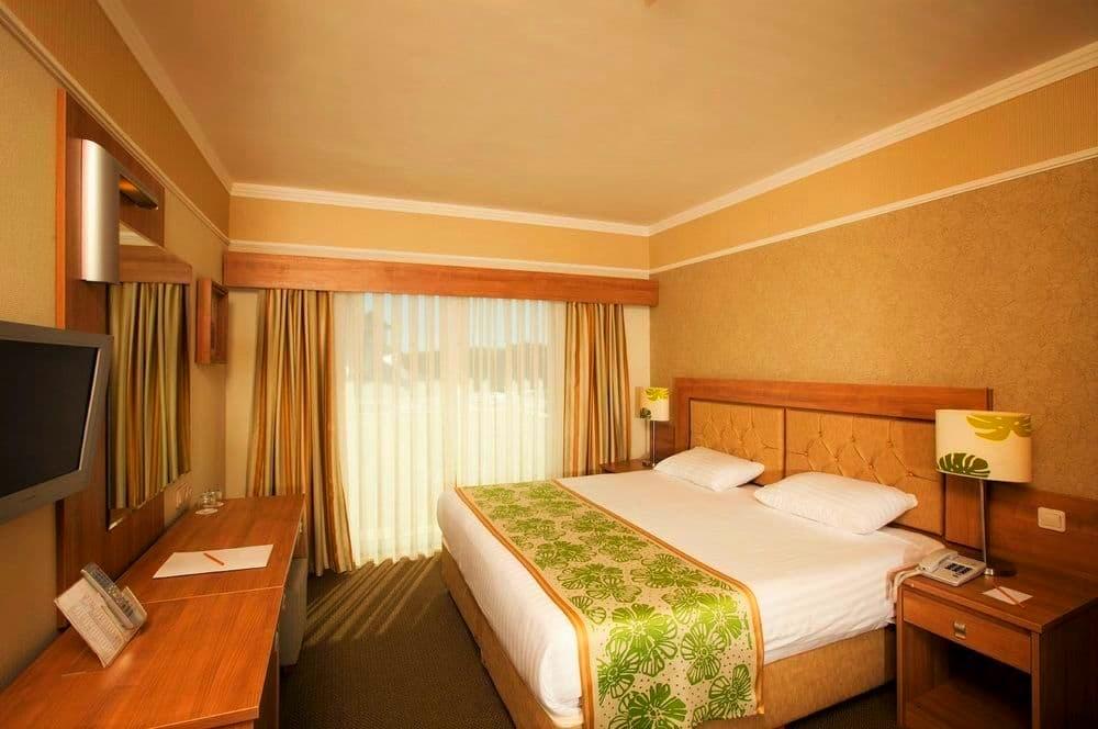 Belek, Hotel Innvista, camera standard, televizor.jpg