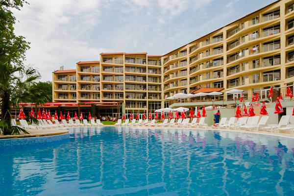 Nisipurile de Aur, Hotel Madara, piscina, sezlonguri.jpg