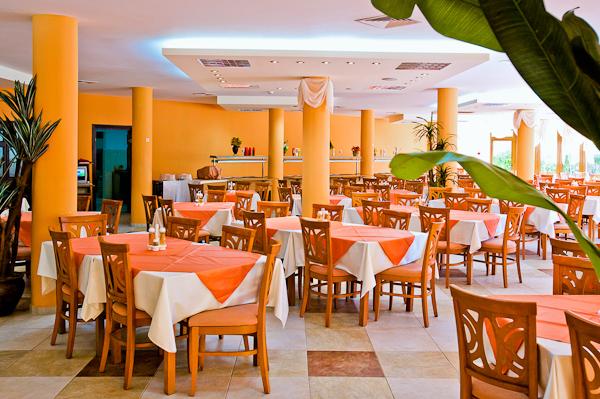 Sunny Beach, Hotel Yavor Palace, restaurant, mese.jpg