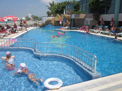 Hotel Aska Just In Beach piscina.jpg