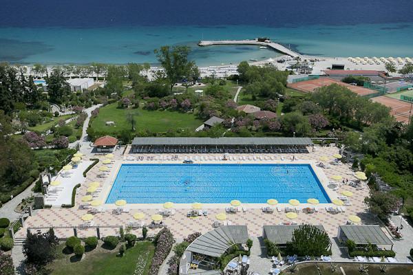 Halkidiki, Hotel Athos Palace, piscina exterioara.jpg