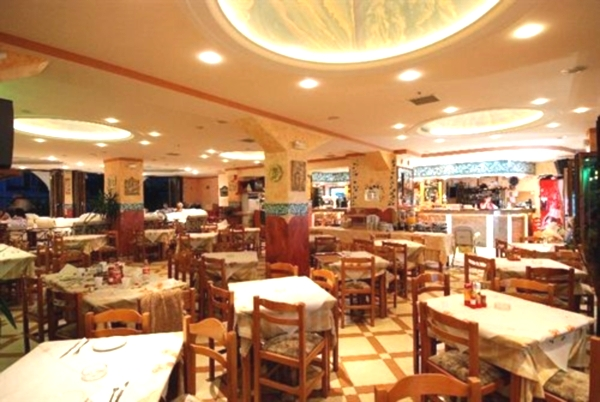 Corfu, Hotel Gouvia, restaurant.jpg