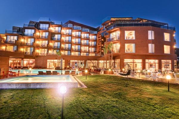 Kusadasi, Hotel Suhan 360, exterior, piscina, bar.jpg