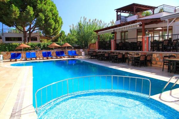 Bodrum, Hotel Kriss, piscina exterioara.jpg