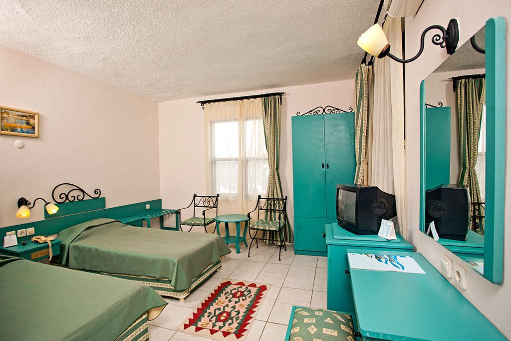 Club-Hotel-Titan-room-003.jpg