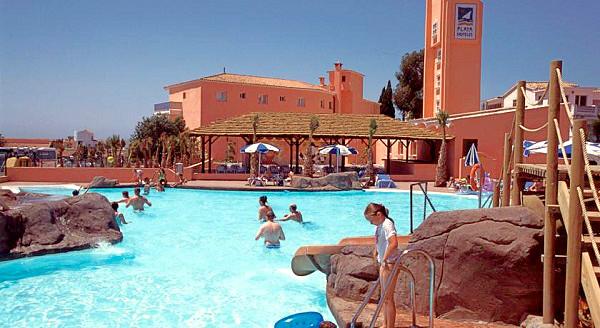 Costa del Sol, Diverhotel Marbella, exterior, piscina, umbrelute.jpg