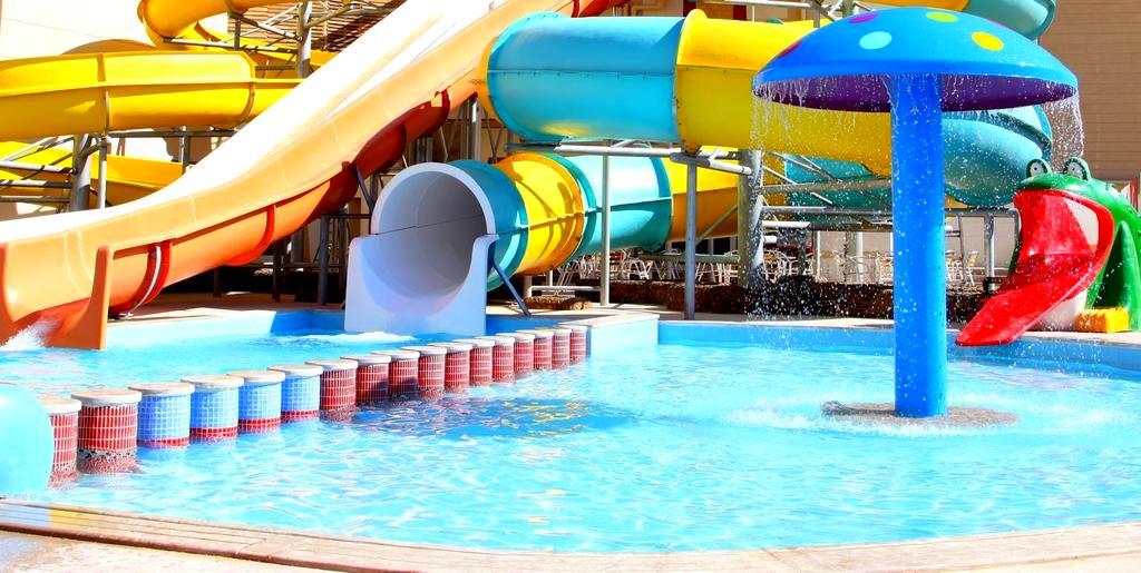 Hurghada, Egypt, Hotel Sphinx Resort, tobogane apa.jpg