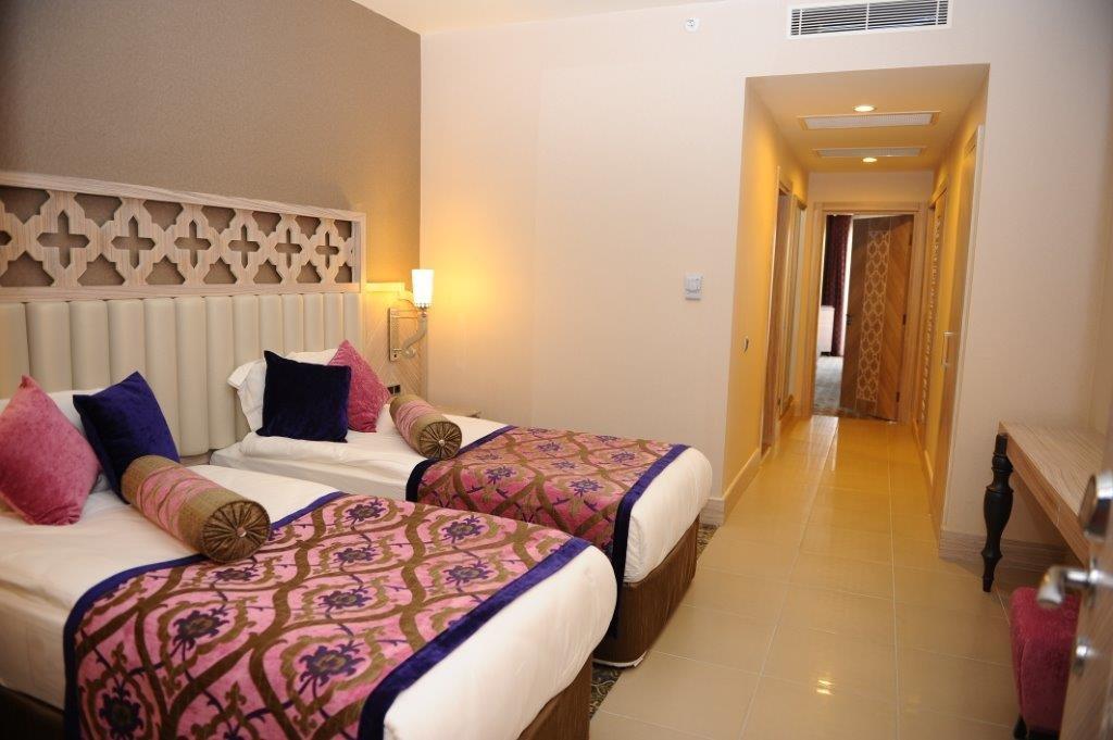 Hotel Royal Alhambra Palace  camera cu paturi duble