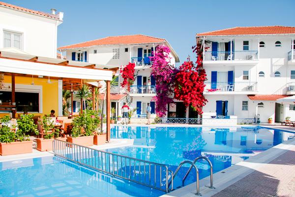 Hotel G George, Lefkada, exterior, piscina, hotel.jpg