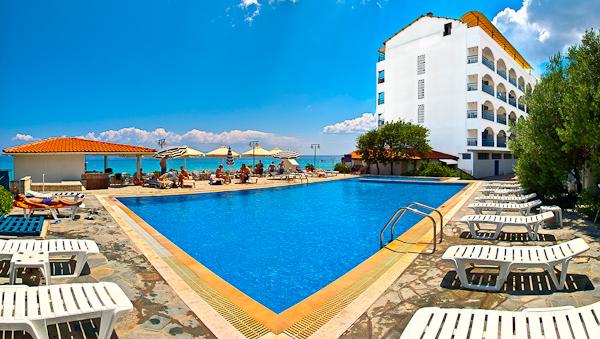 Halkidiki, Hotel Ammon Zeus, piscina exterioara.jpg