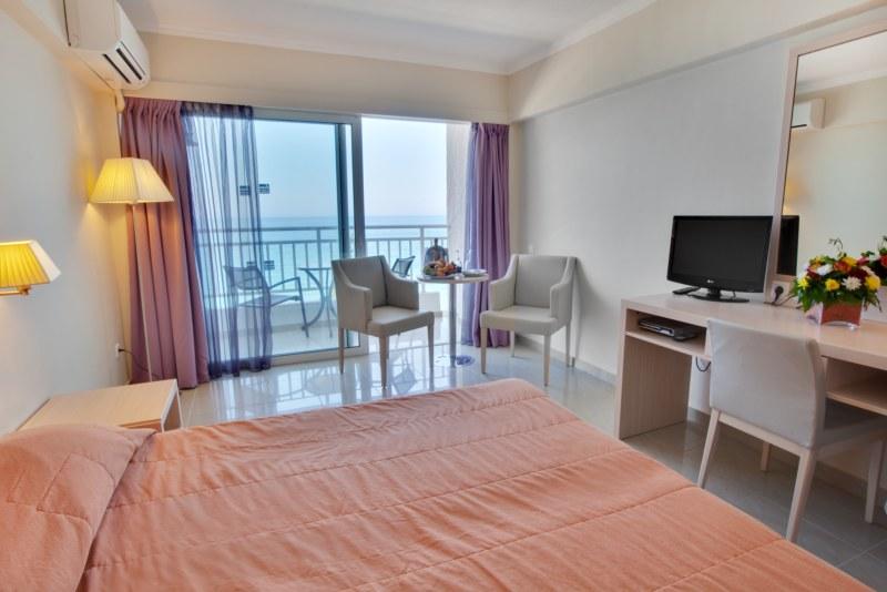 Camera dubla Hotel Agios Gordis.JPG