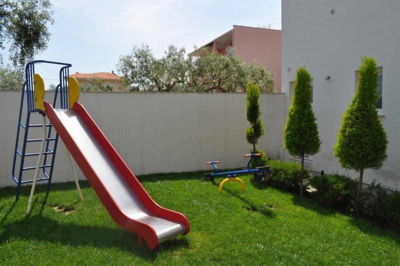 Thassos, Hotel Metsikas Residence, exterior, loc de joaca pentru copii.jpg