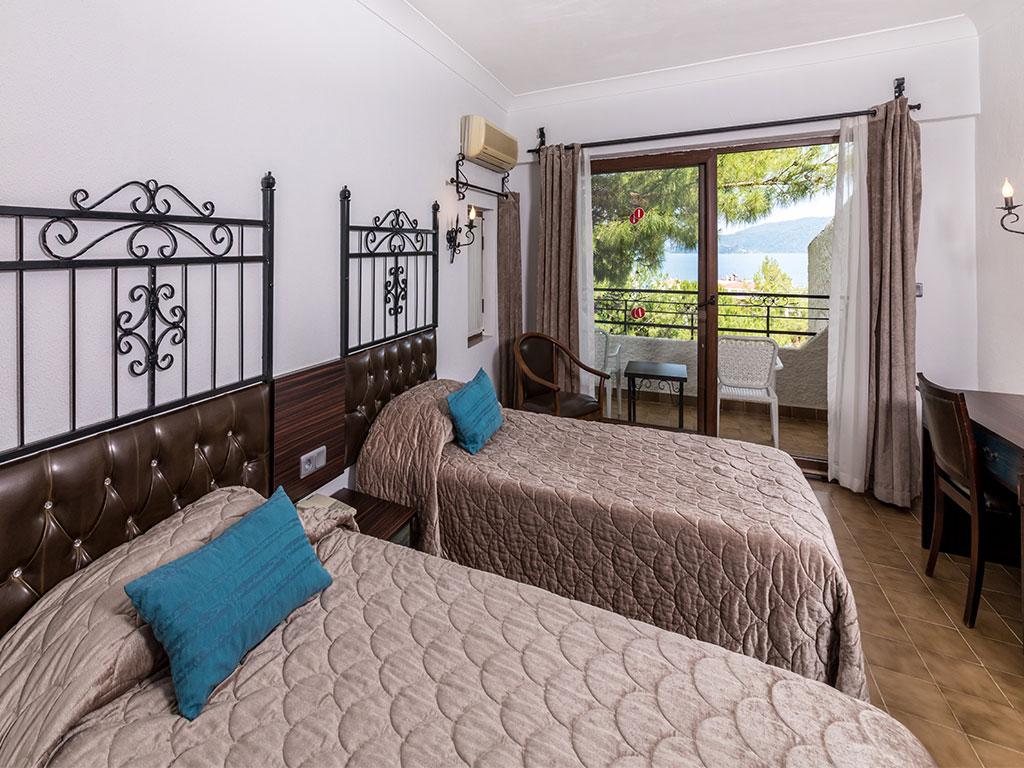 iphotels_ideal_panaroma_standard_room_02.jpg