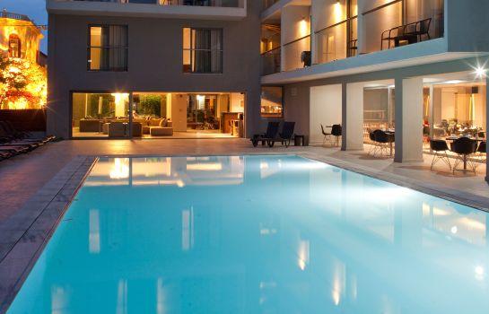 Oktober_Downtown_Rooms-Rodos-Hotel_outdoor_area-3-698802.jpg