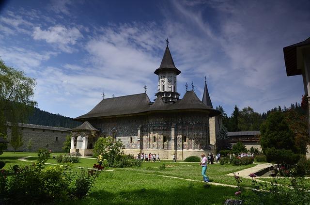 monastery-1215103_640.jpg