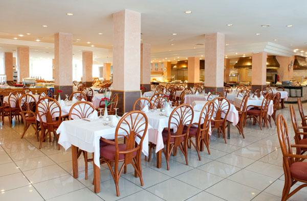 21GRESTAURANT_TAU_restaurant2011.jpg